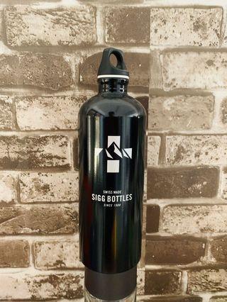 Authentic SIGG Water Bottle Traveller Black 1L