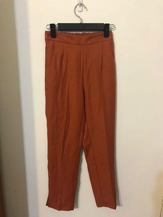 楓葉紅焦糖色合身西裝褲