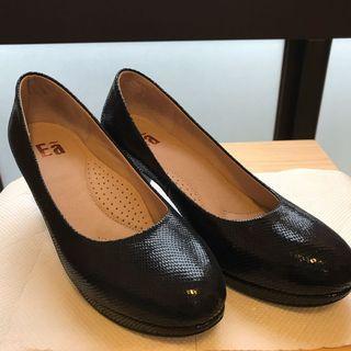 [斷捨離|近全新23.5]EA shoes百貨專櫃女鞋亮蜥黑色包鞋跟鞋