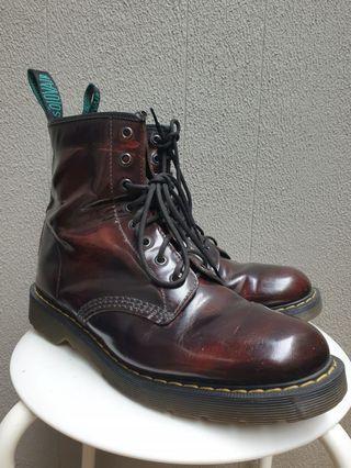 Solovair Burgundy Rub-Off 8 Eye Derby Boots
