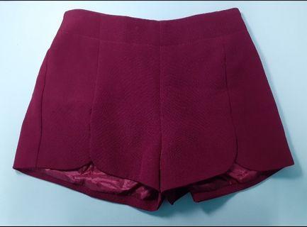 酒紅色短褲
