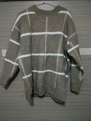 卡其線格毛衣