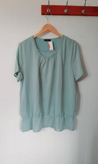 Green top / blouse simple