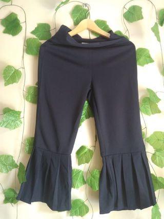 172 MARV black ruffle bottom pants