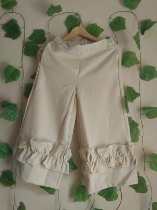 177 MARV cream ruffle bottom 7/8 pants