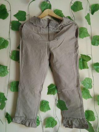 180 MARV grey brown ruffle pants