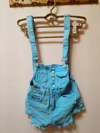 淺藍吊帶褲