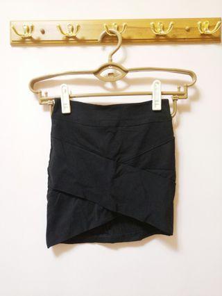 交叉包臀裙