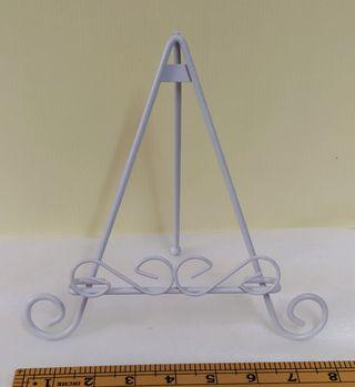 Mini white metal frame easel (rental only)