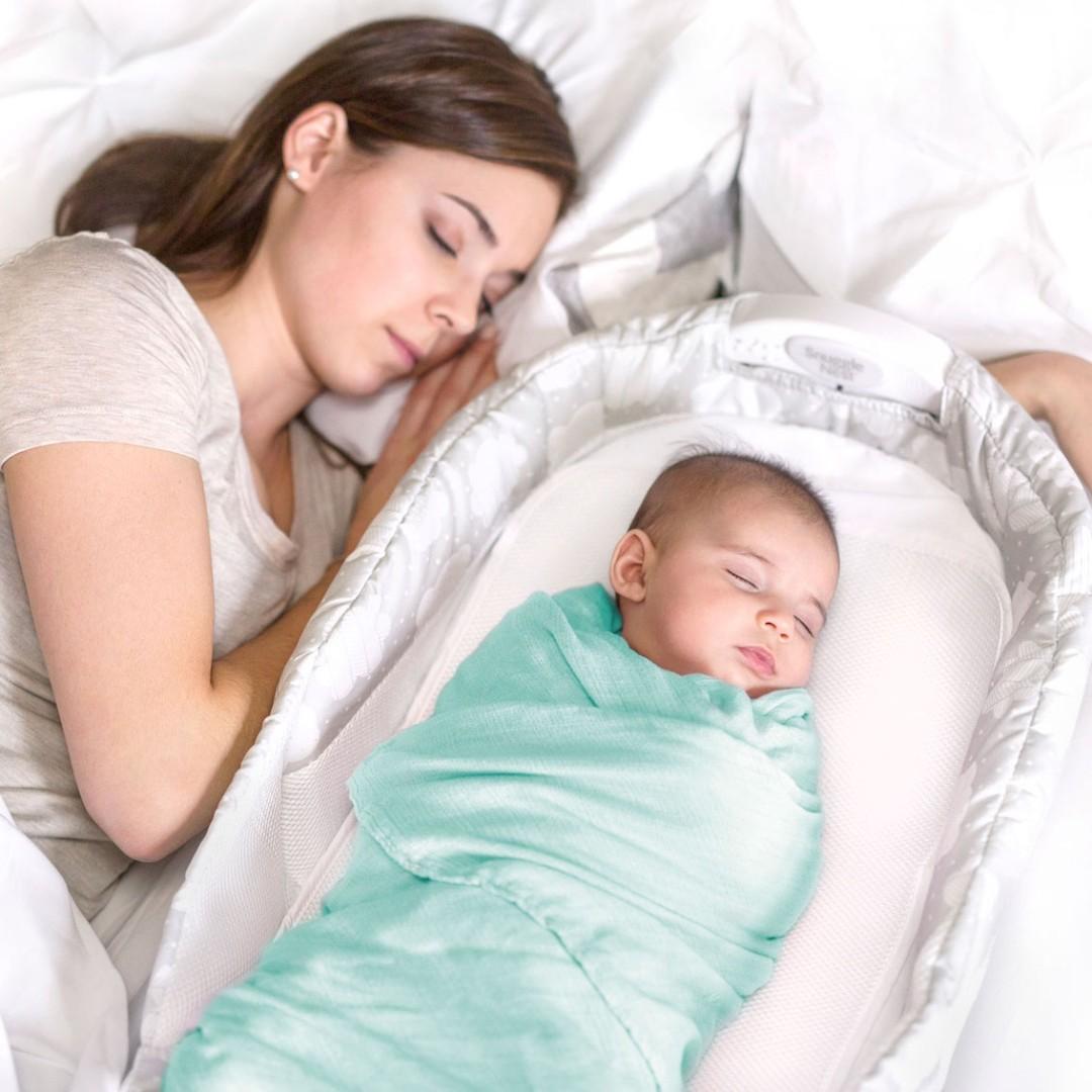 Baby Delight Snuggle Nest Surround XL可摺式嬰兒睡籃 – 淺灰色天雲,免費送貨上門,記得仲有額外折扣呀!