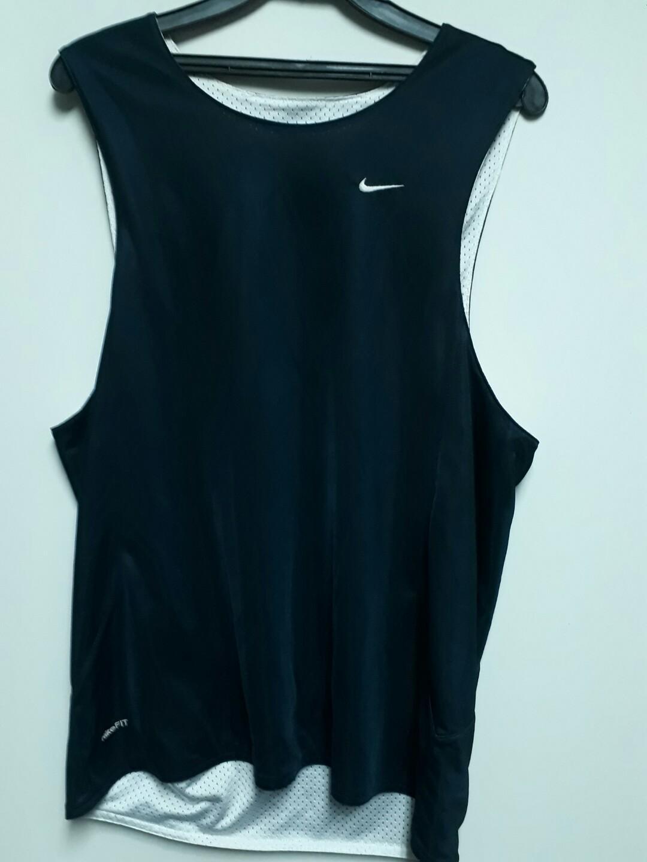 Nike男生 運動背心 肩寬36胸圍52長度76