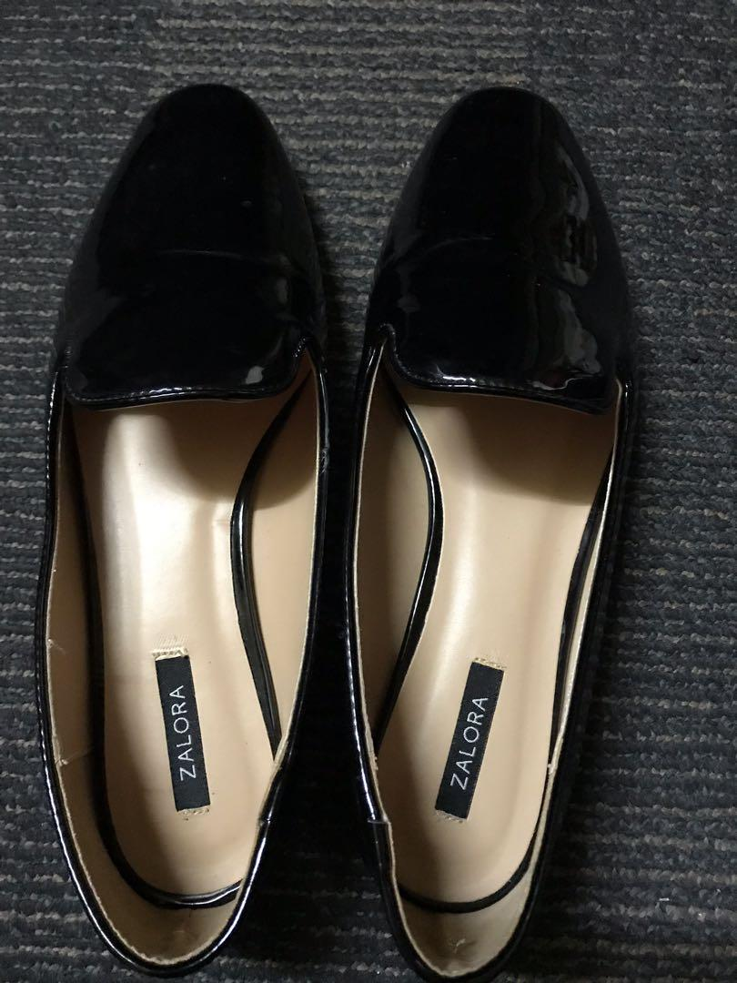 Women's black shoe