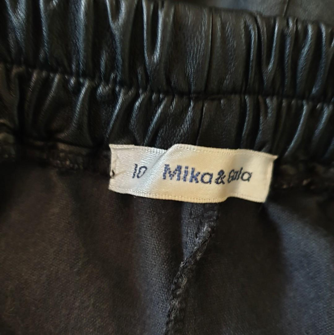 Women's size 10 'MIKA & GALA' Gorgeous black faux leather elastic waist shorts - AS NEW