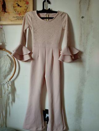 Jumpsuit lace