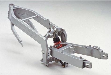 NSR250 日規。退役廠車。車台 輪框  噴沙  整新。外殼 原殼
