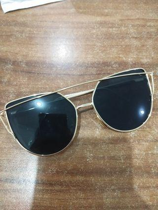 Kacamata Hitam frame besi