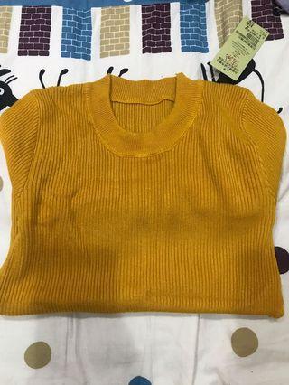 修身圓領薑黃色針織長袖上衣