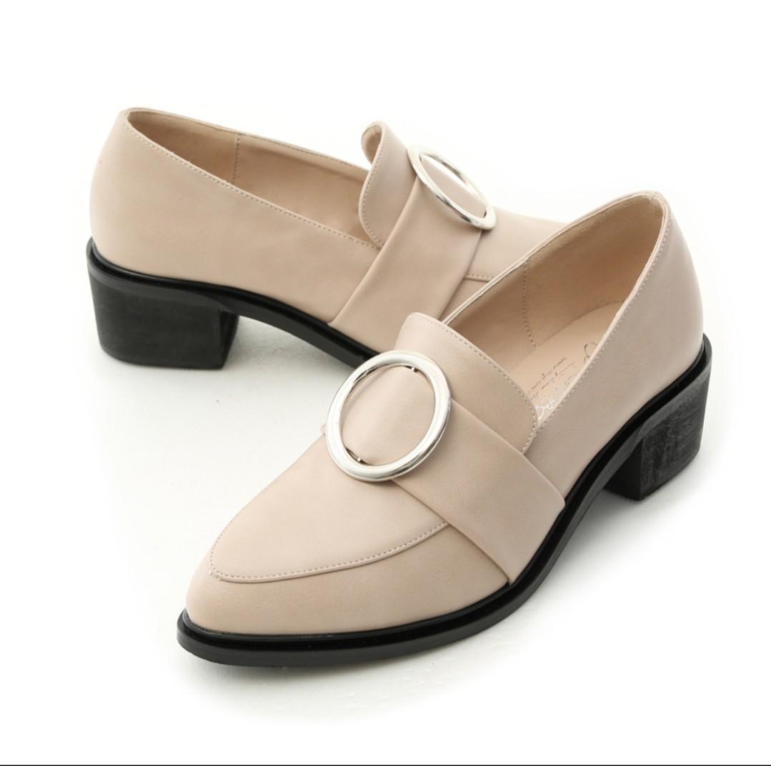 購入價880$_全新僅試穿 鞋盒皆在_D+AF 大圓環尖頭低跟紳士鞋_百搭杏
