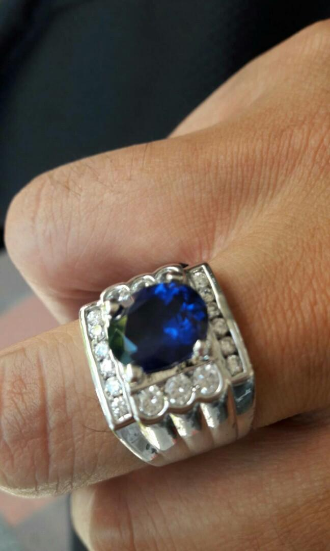 藍寶石鑽戒三克拉。無證書