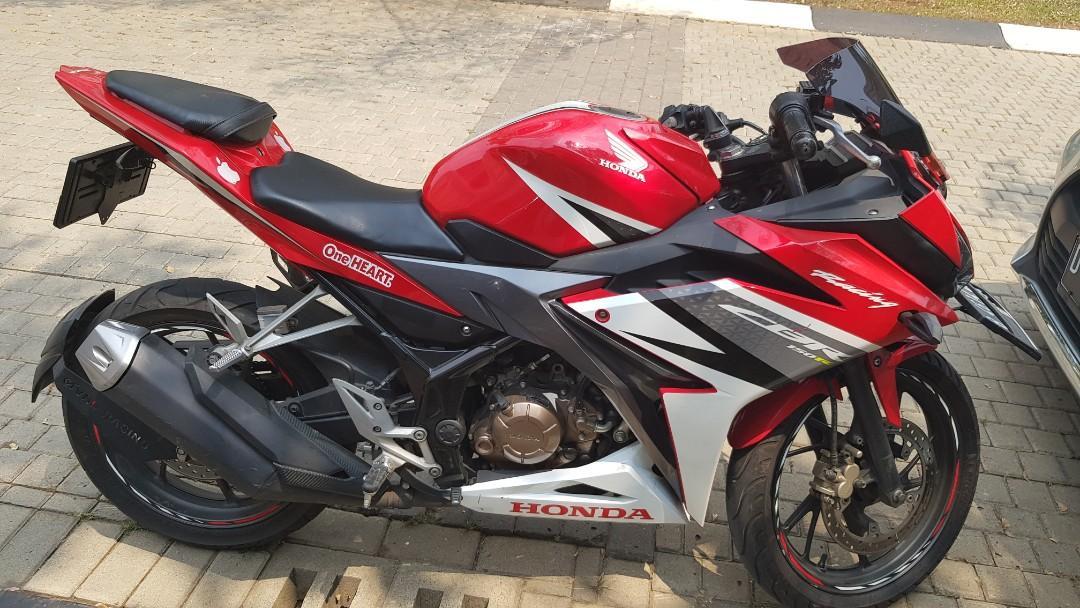 Honda CBR 150 merah rawatan