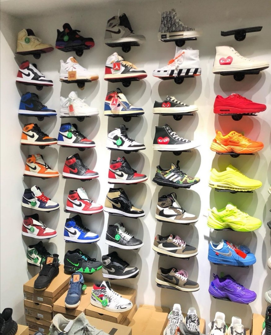 Jordans , Kyries ,Nikes ,Off Whites or anything just pm me!!!
