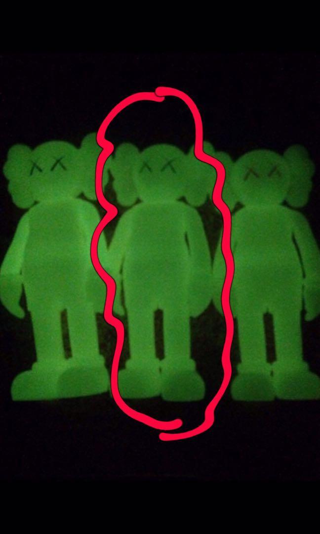 超罕見KAWS COMPANION發光綠色眼睛19cm細版公仔(1個)