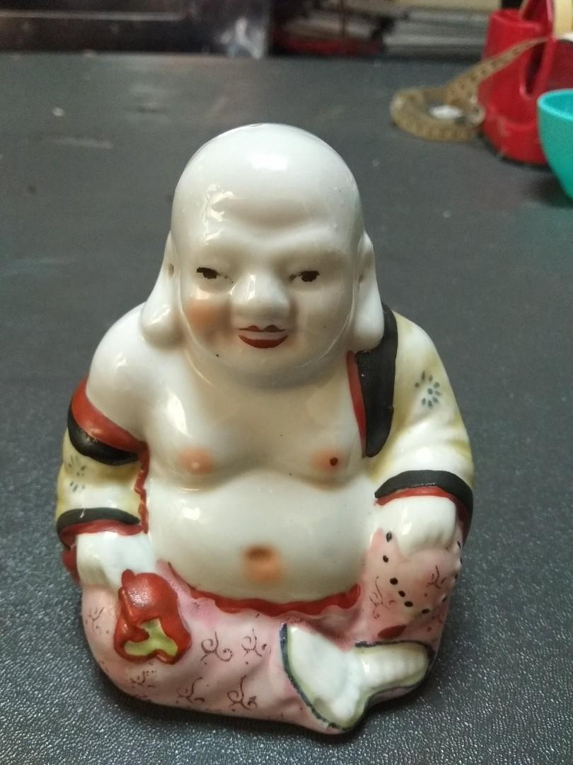 Patung antik keramik Buddha