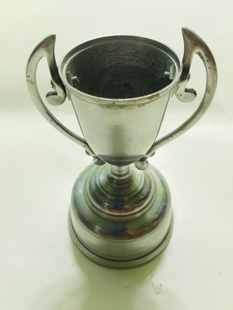 Piala lama silver