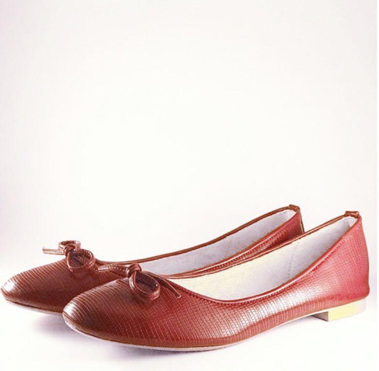 Red ballet flats/pumps