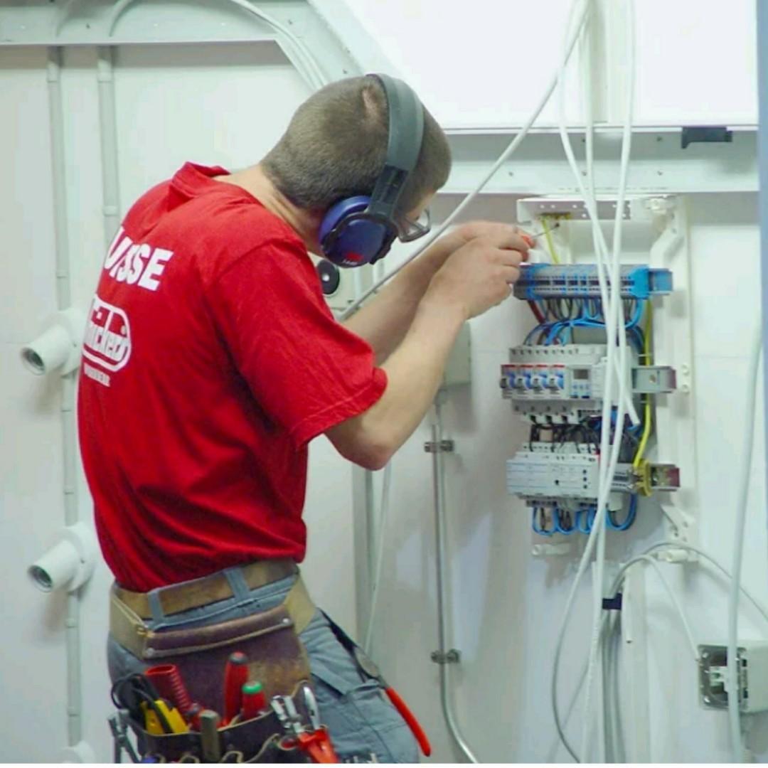 Tukang pintu dan wiring