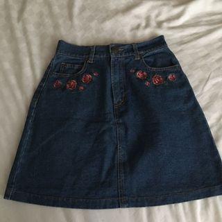 A字裙深藍色玫瑰刺繡丹寧牛仔短裙