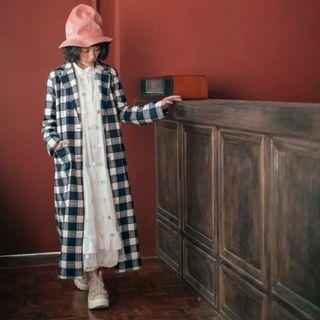 二手/Paishop自有品牌:EMPHASIZE藍白格西裝領睡袍式長大衣