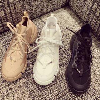 Dior D-Connect 運動鞋,凝聚獨特技藝與靈動創意。