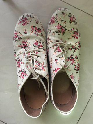 Forever 21 (XXI) Flower Canvas Shoes