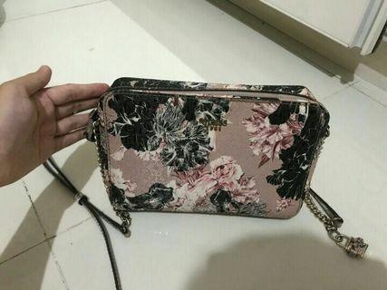 Guess slingbag original counter