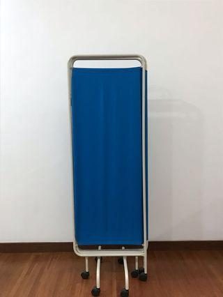 Mobile Foldable Privacy/Clinical Screen