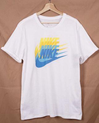 出清便宜賣 Nike 漸層LOGO短T