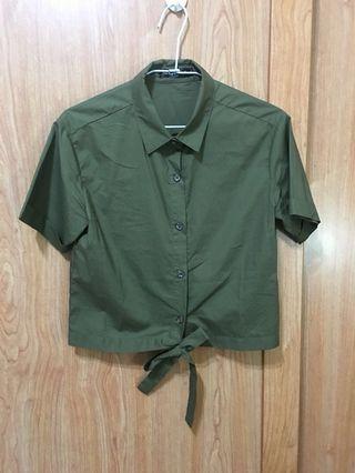 軍綠色短式短袖打結襯衫