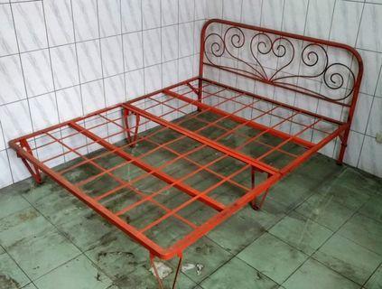 老鐵製雙人床架—古物舊貨、早期民藝、工業風傢俱收藏