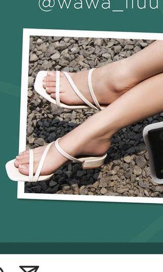 Shoes putih @themeraldays