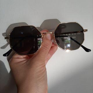 Kacamata Hitam BARU