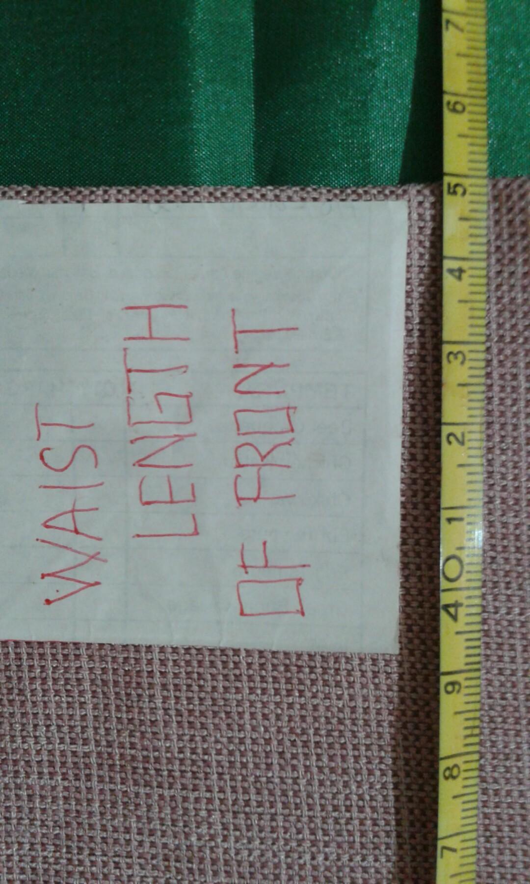 B) Waistcoat to wear a collar woman is pink.
