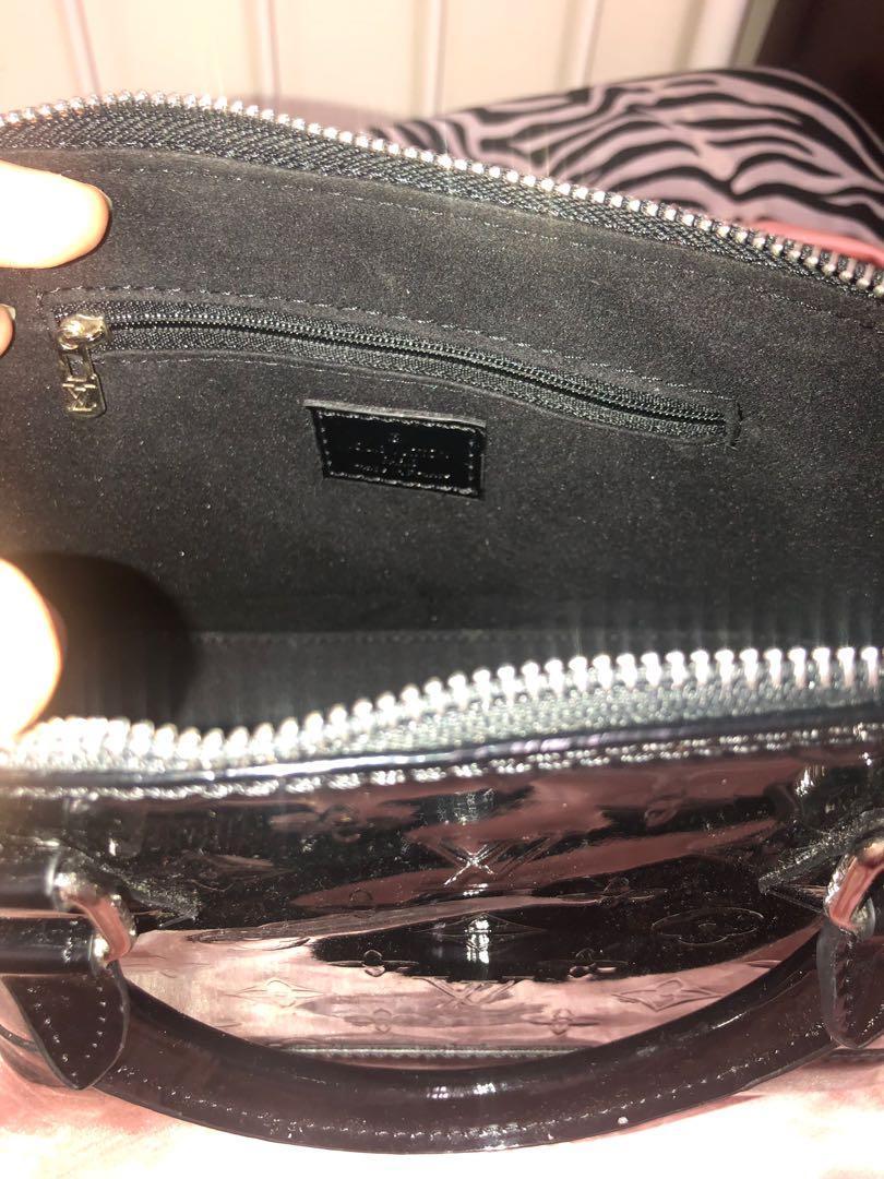 Luis Vuitton Paris hand bag