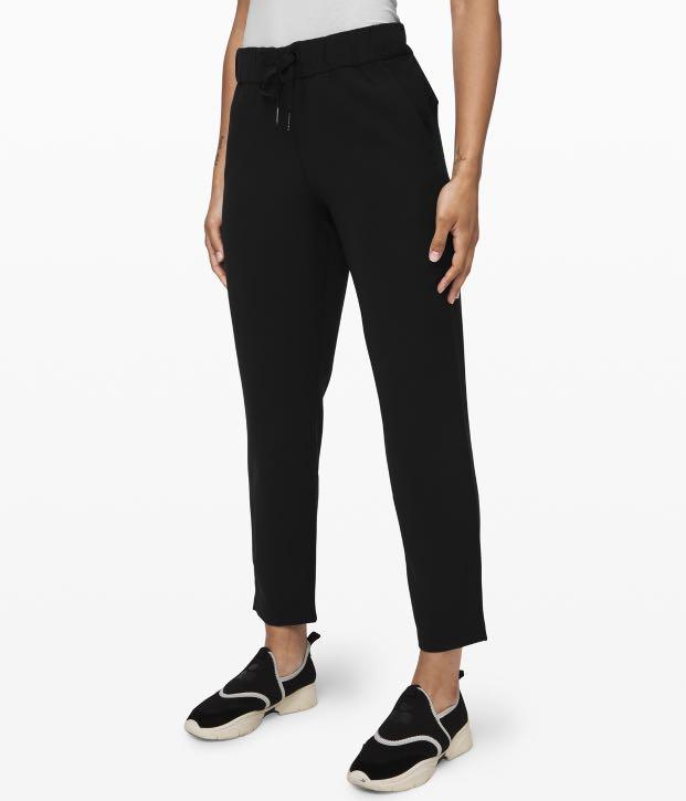 Lululemon On the Fly Woven (size 4, colour: black)