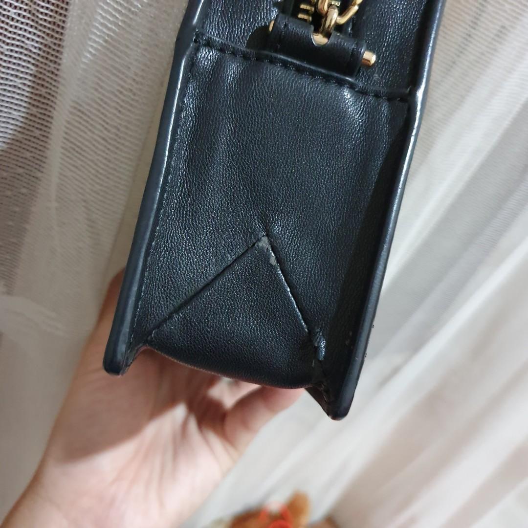 #visitsingapore charles n keith cnk mini bag leather black gold chain tas pesta