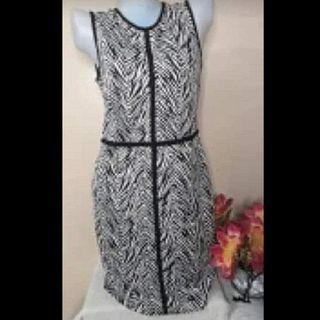 Ann Taylor Bodycon Office Wear Stretchable fits small to semi large