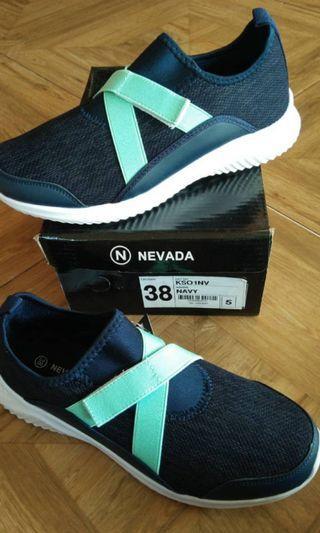 Sepatu nevada size 40