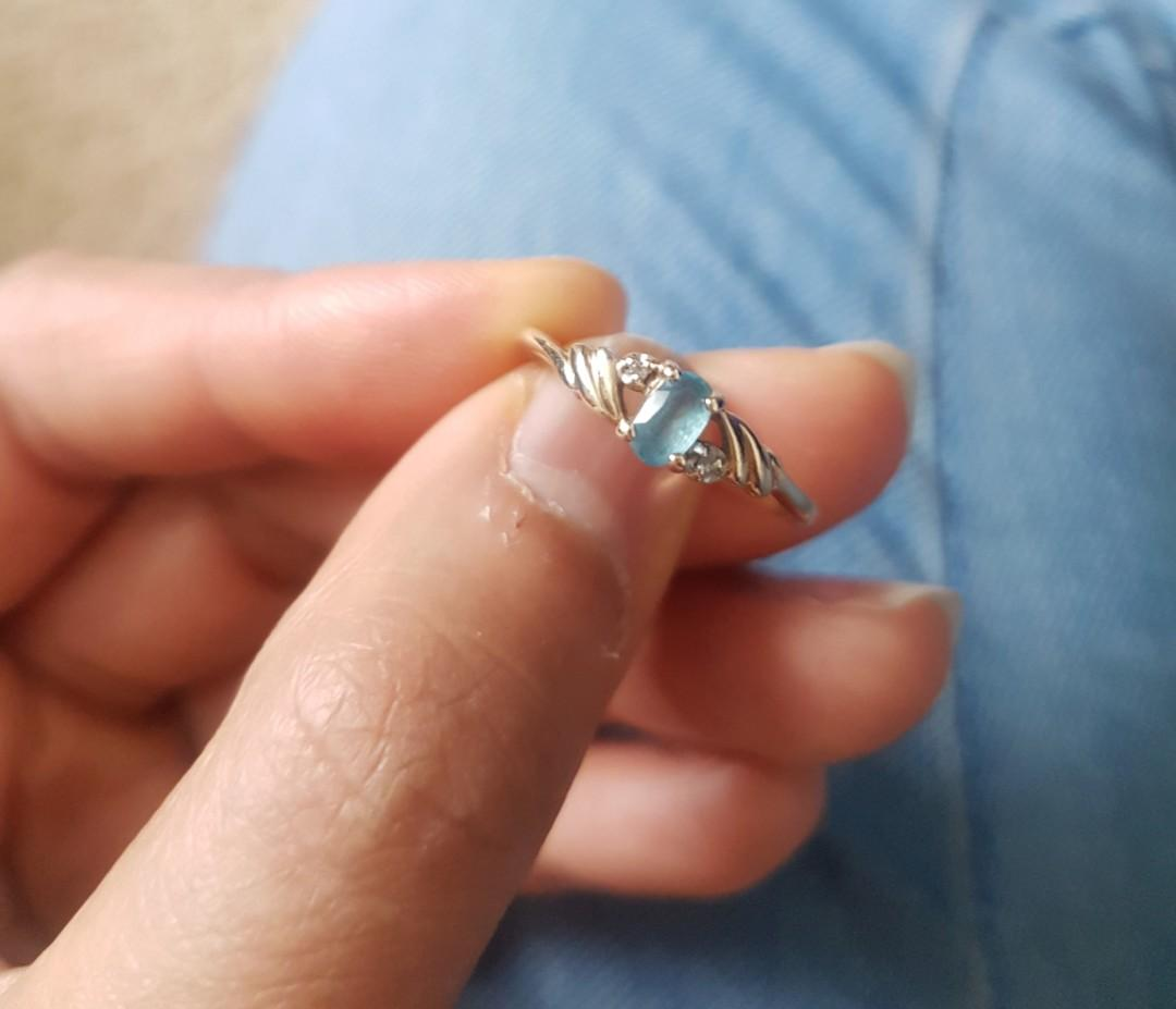 10K Three Stone Blue Topaz Diamond Accent Grooved Yellow Gold Ring Size 7.75 - never worn