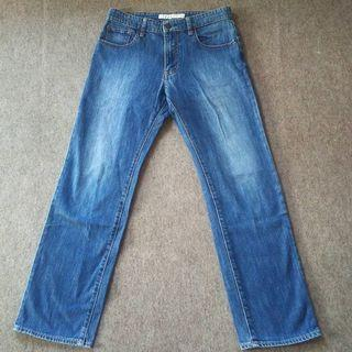 Celana jeans uniqlo size 30 reguler