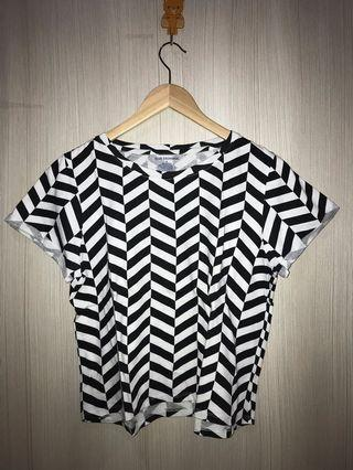 Women Blouse in Black and White Size L